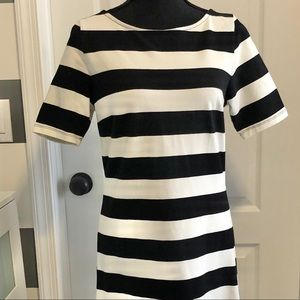 Old Navy black and white stripped dress Medium